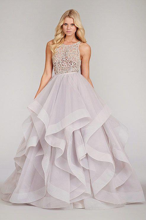 Фото свадебного платья с воланами