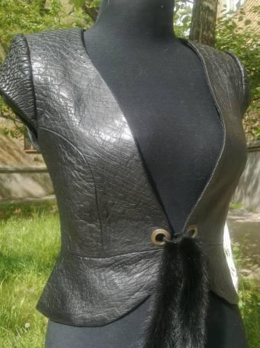 Как сшить жилет из пальто