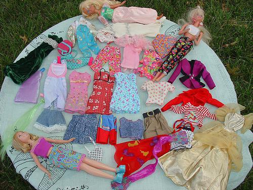 Как сшить кукле одежду своими руками без машинки